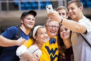 WVU students taking a selfie with President Gee