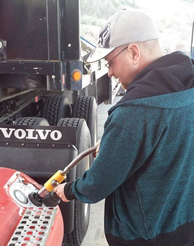 Refueling a heavy-duty vehicle with Compressed Natural Gas