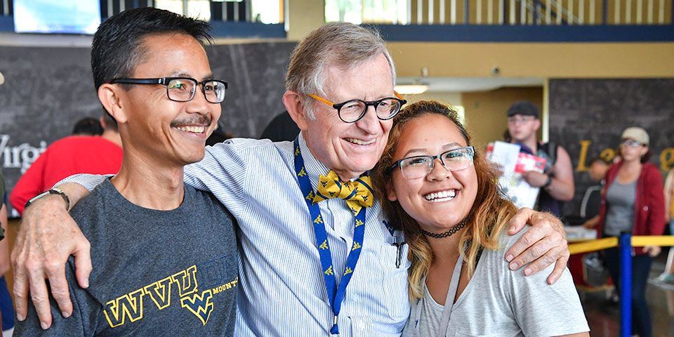 WVU President E. Gordon Gee poses for a photo with a student and her father at move-in day