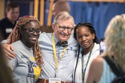 WVU President Gordon Gee poses for a picture with students during move-in at Evansdale Residential Complex
