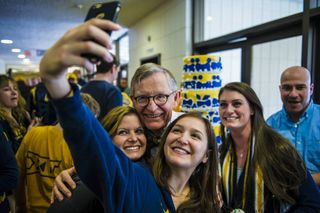 Students take a selfie with President Gee
