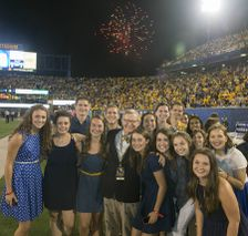 President Gee with a group of WVU Foundation Scholars