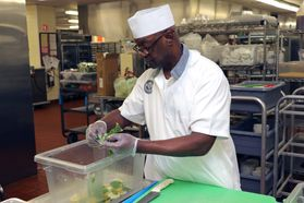 A member of the Martinsburg VAMC's kitchen staff prepares fruit-infused water.