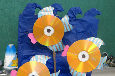 craft project using computer CDs to create goldfish