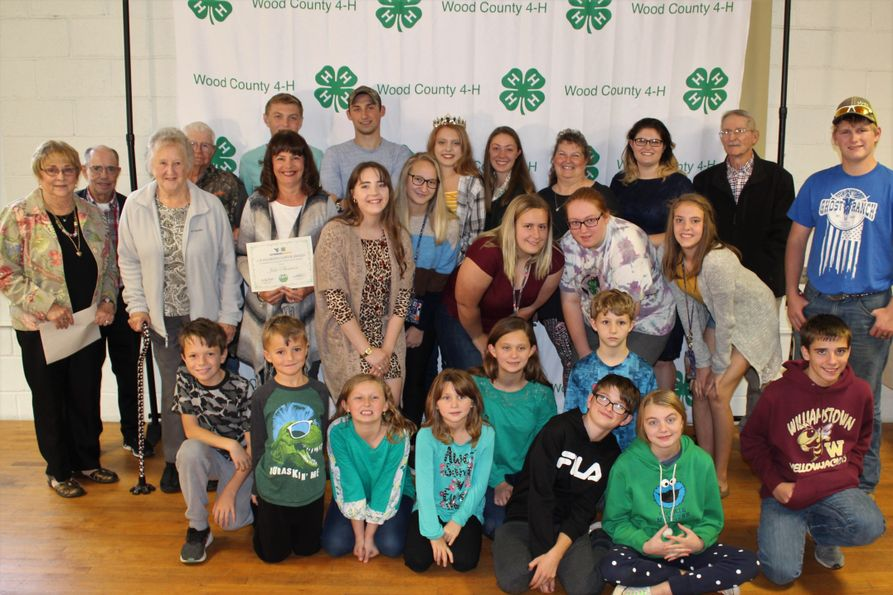 Wood County 4-H members and leaders with awards