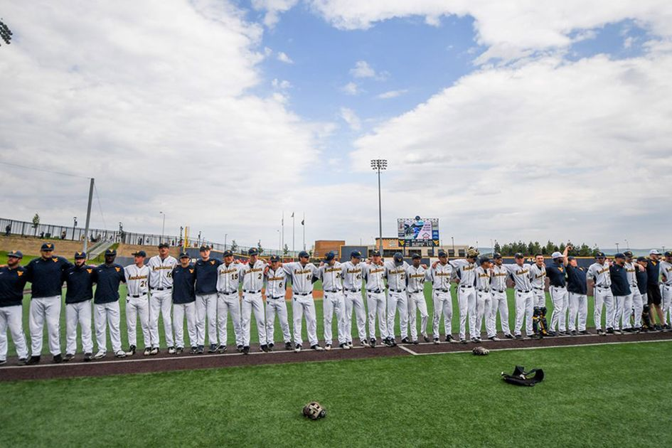 The WVU baseball team lined up in a row for a group photo.