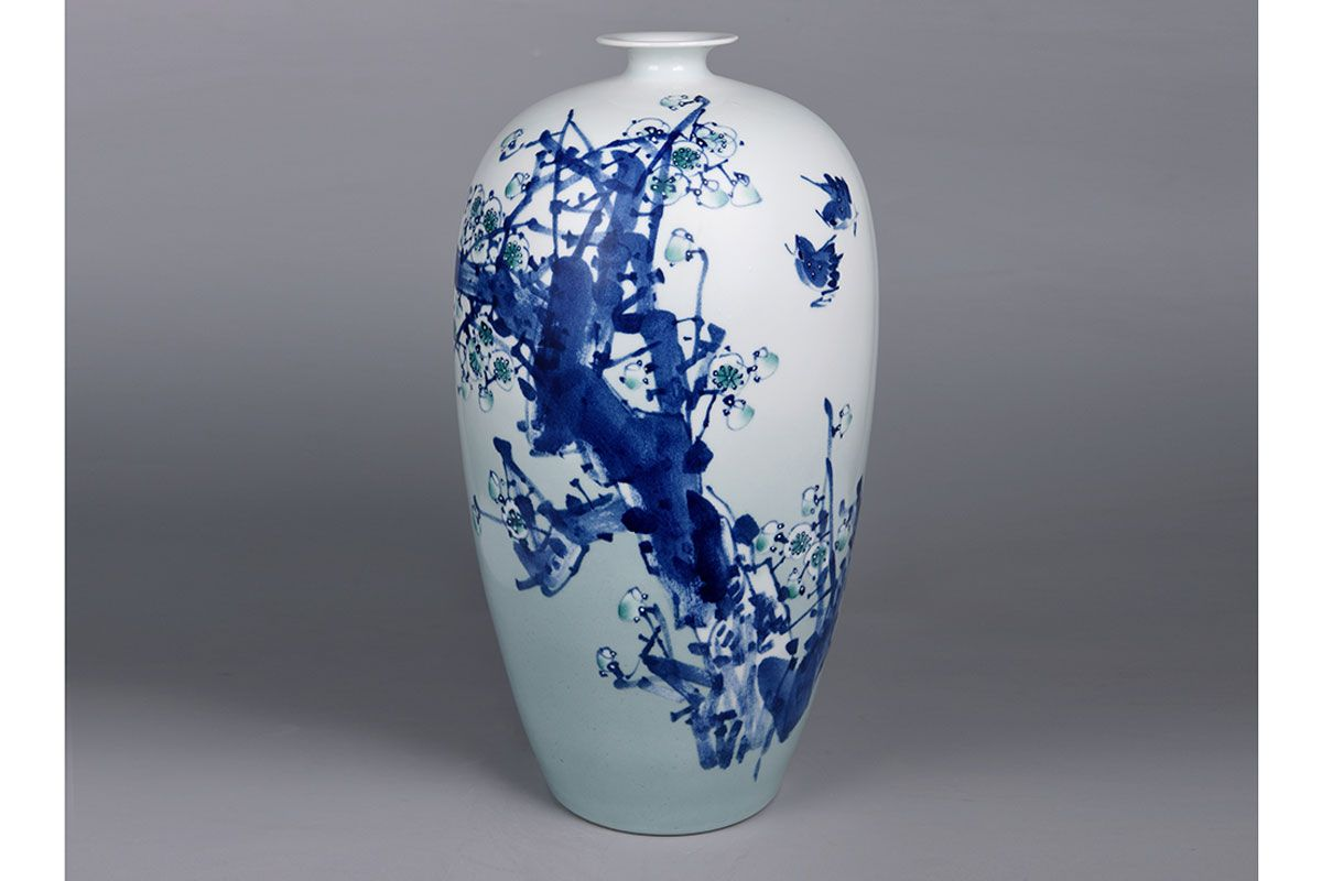 A beautiful white and blue vase.