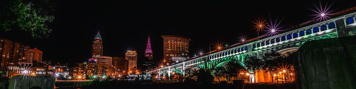 The Cleveland city skyline and bridge at night.