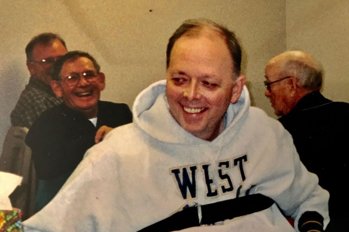 man in hooded sweatshirt, men behind me