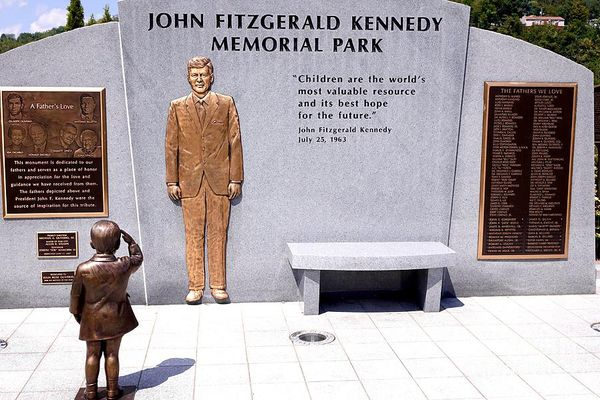 Grey structure with JFK figure in gold and two plaques