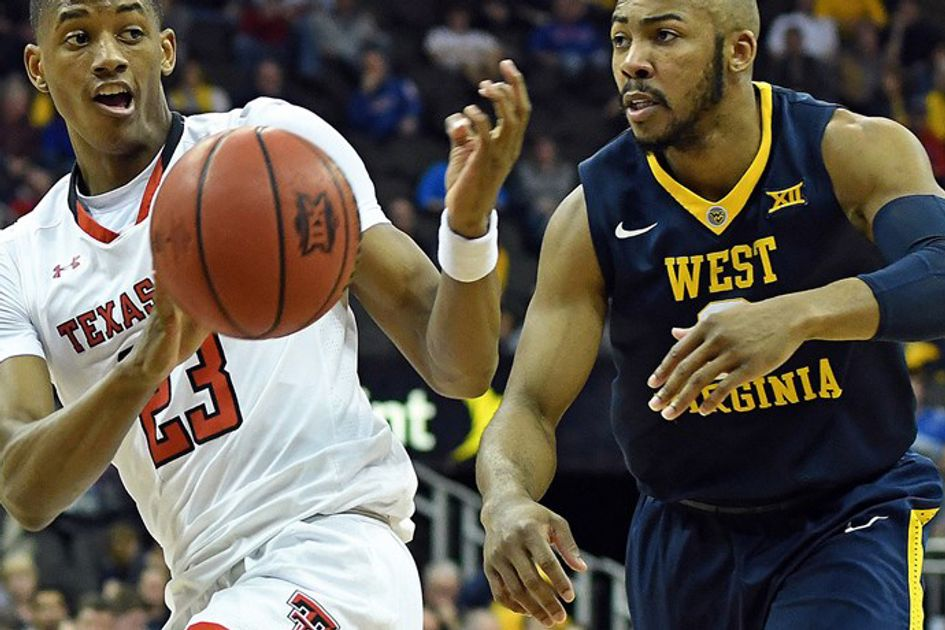Jevon Carter plays defense for WVU