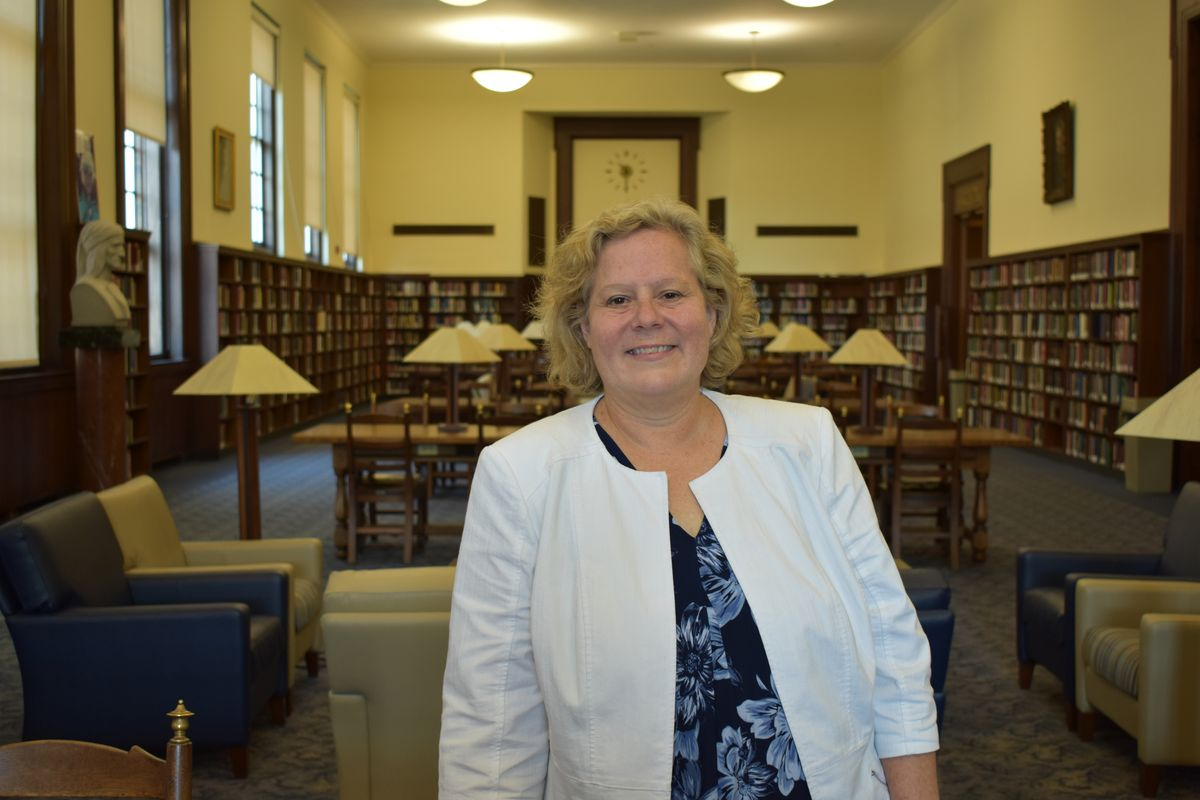 Photo of Karen Diaz in a library
