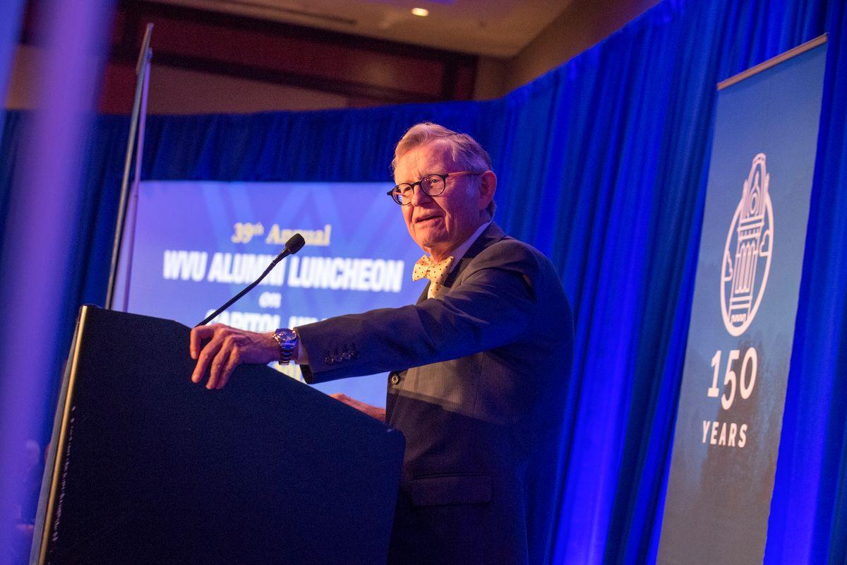 President Gordon Gee speaks at 2017 WVU Alumni Luncheon