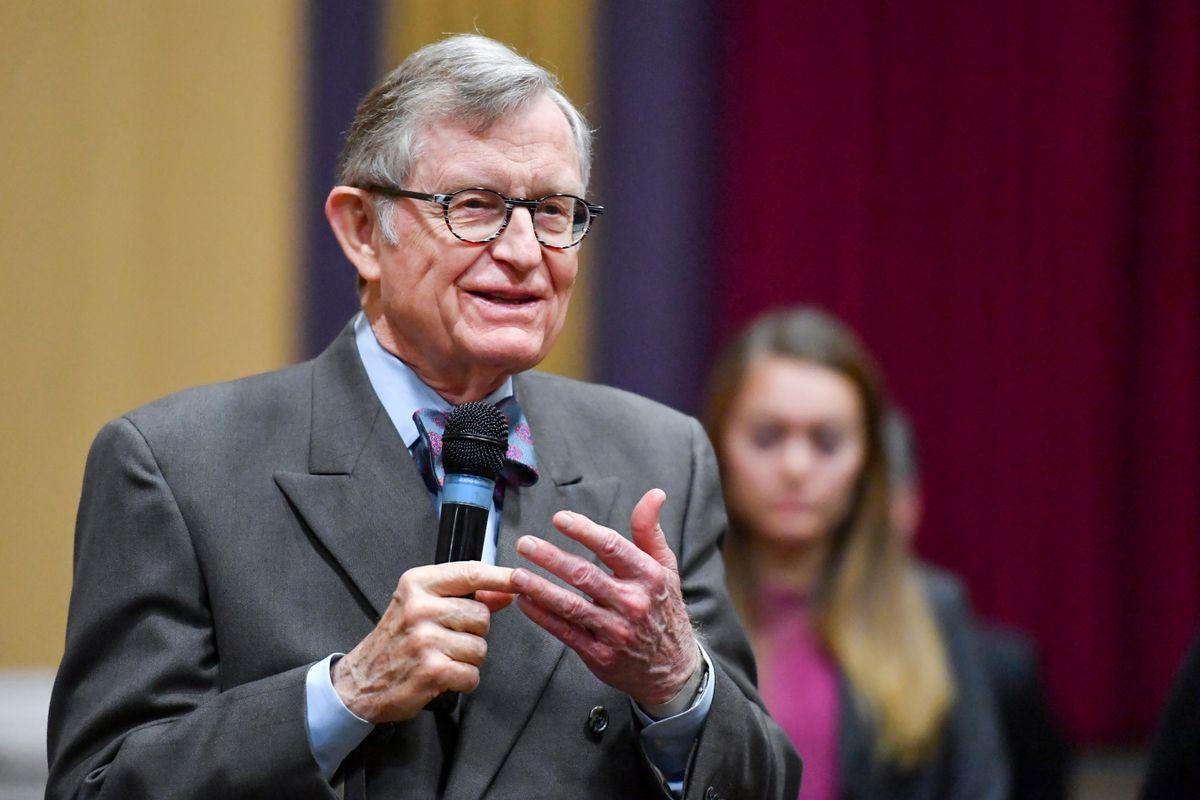 Gordon Gee speaks to high school students in Morgantown.
