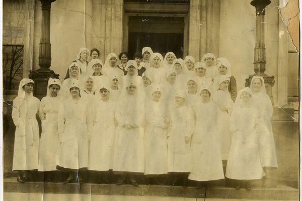 nurses from 1918 era