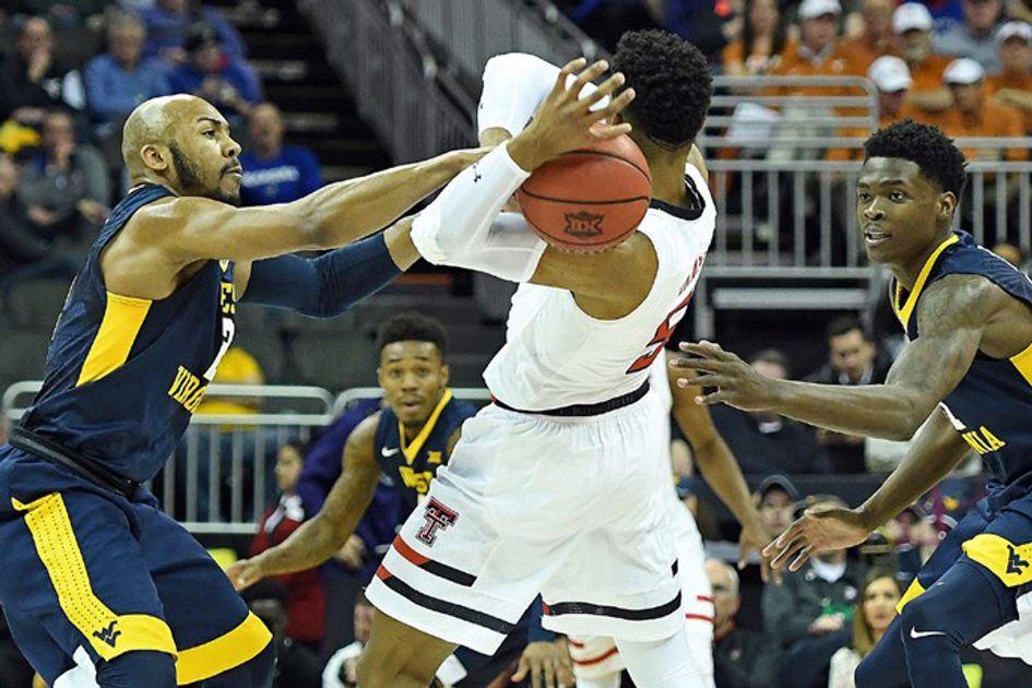 Jevon Carter attempts a steal during a WVU basketball game