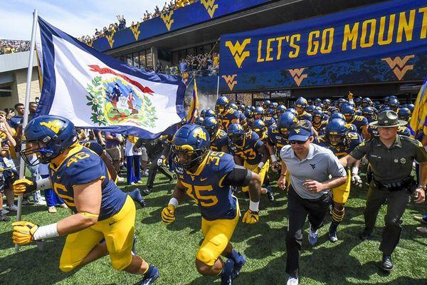 WVU football team running out at beginning of game