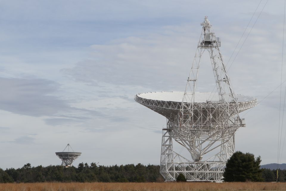 The famous Green Bank telescope sits in a quiet field