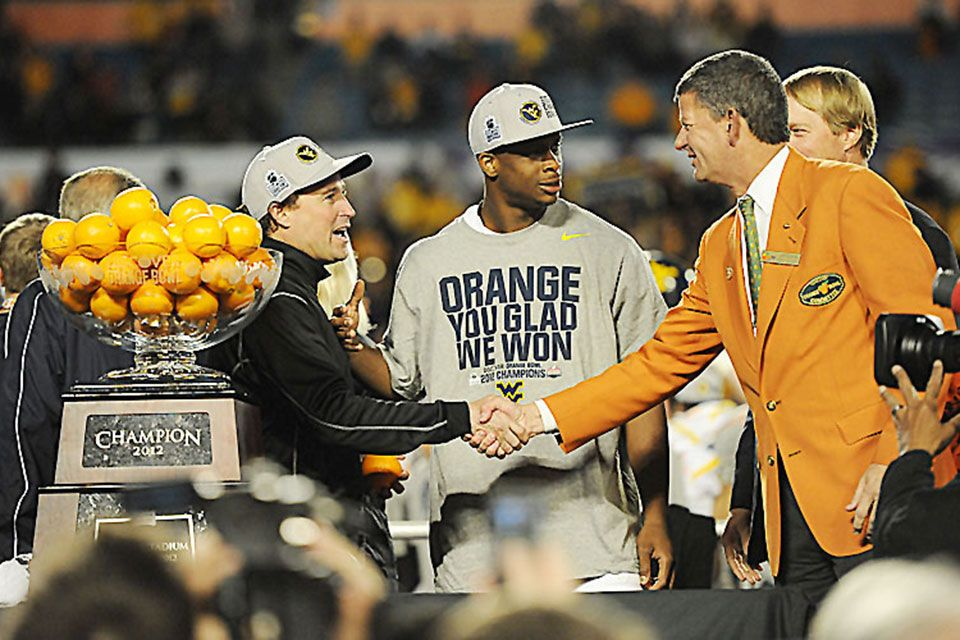 Dana Holgorsen and Geno Smith accept trophy