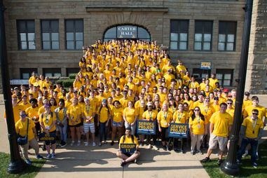 Entering freshmen heading out for community service during NSO
