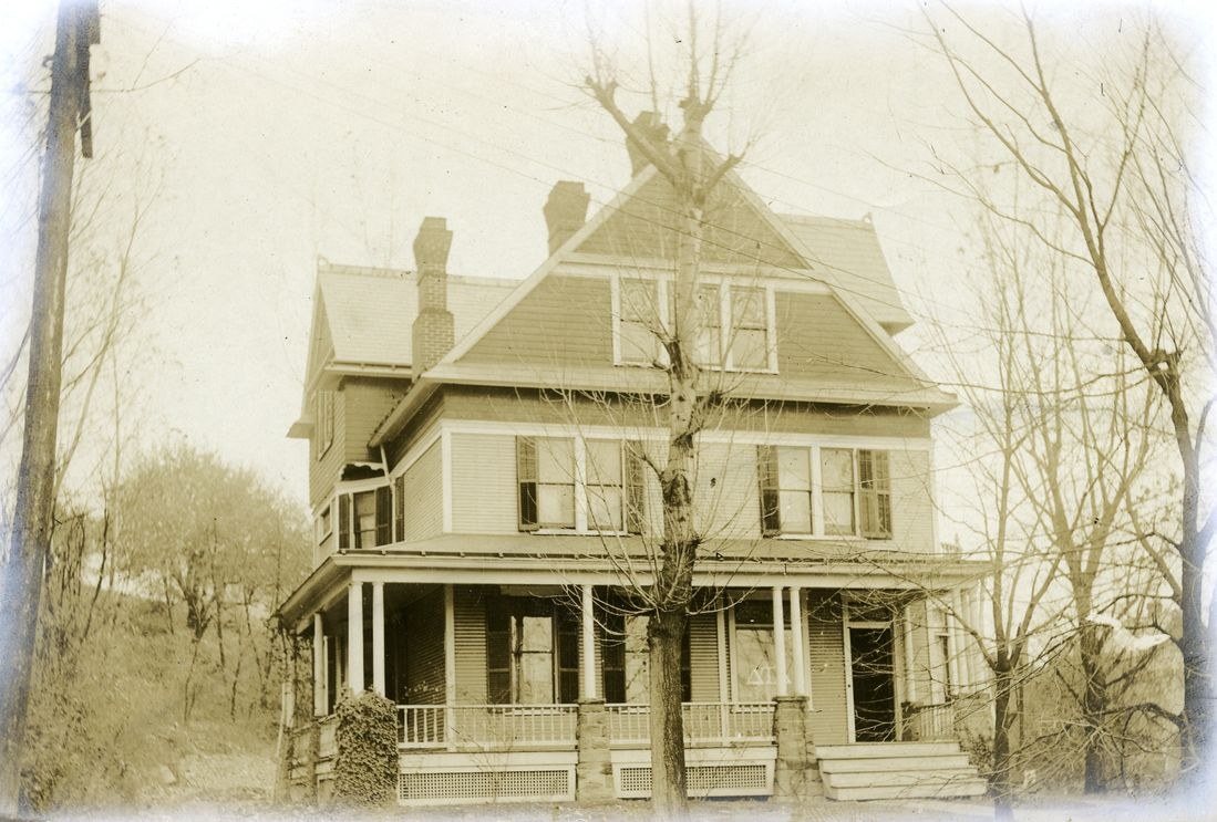 The Delta Tau Delta house in 1918 was used to house patients.