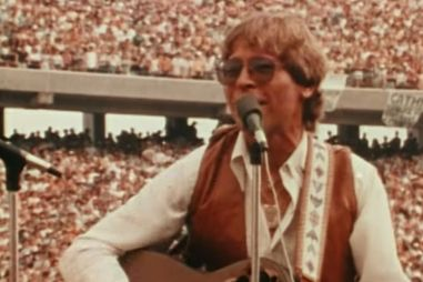 Screenshot of John Denver.