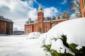 Link to wallpaper of Woodburn Hall in the snow