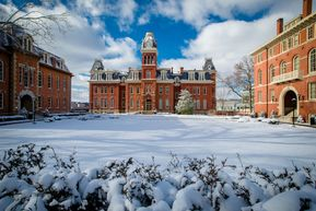 Link to wallpaper of Woodburn Circle in the winter