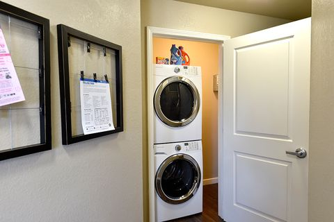 stackable washer and dryer in apartment