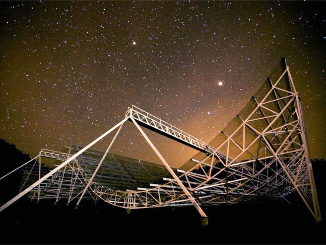 Photo of Canadian Hydrogen Intensity Mapping Experiment at night
